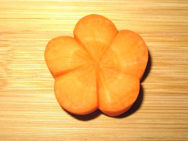 梅人参の飾り切り方法,ねじりうめにんじんの切り方