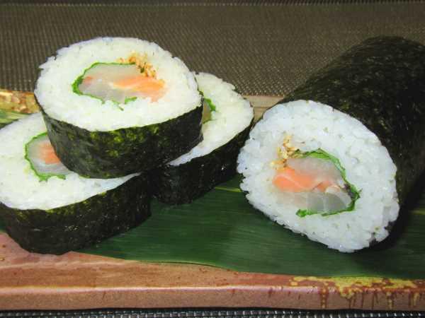 巻き寿司の巻き方とすしの盛りつけ例