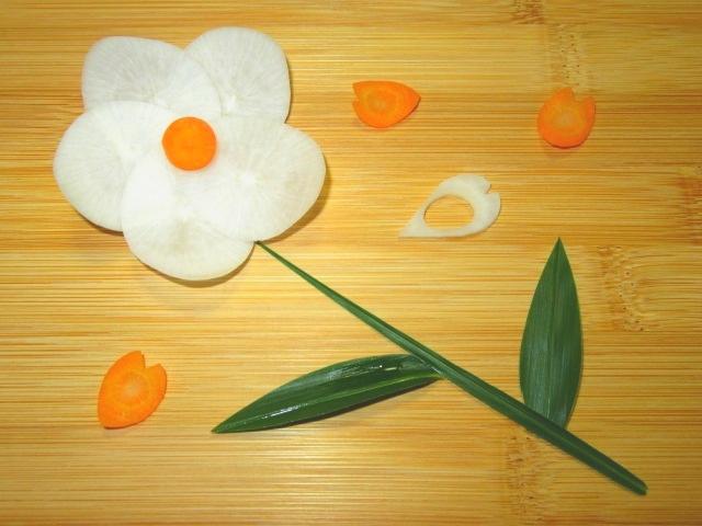 人参の飾り切り,花大根,花びられん根