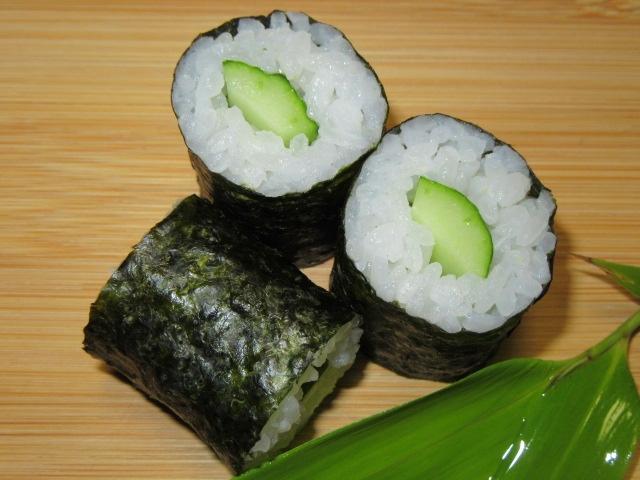 細巻き寿司の作り方手順とすしの盛りつけ例