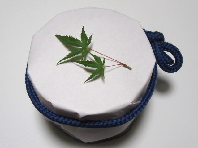 小鉢や器の紙蓋,かえでを使った盛りつけ