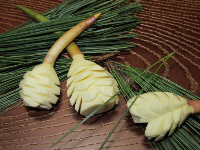 おせち料理,正月のまつかさくわい飾り切り,松笠慈姑