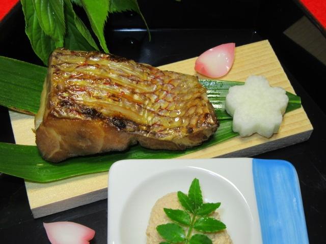 鯛のゆうあん焼き,桜長芋,鯛の子花煮