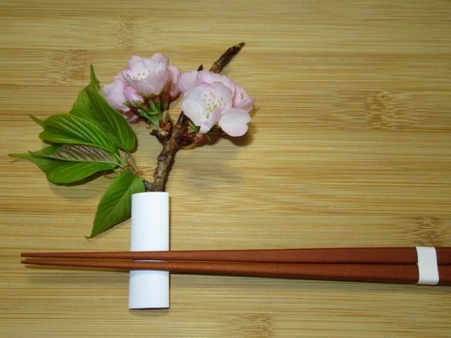 桜の枝を使った箸置きの作り方,春の料理演出方法