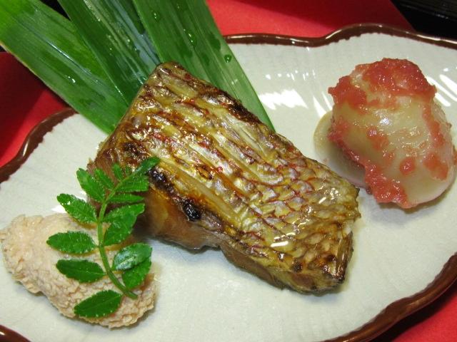 鯛の柚庵焼きと鯛の子の花煮,ゆり根梅肉和え