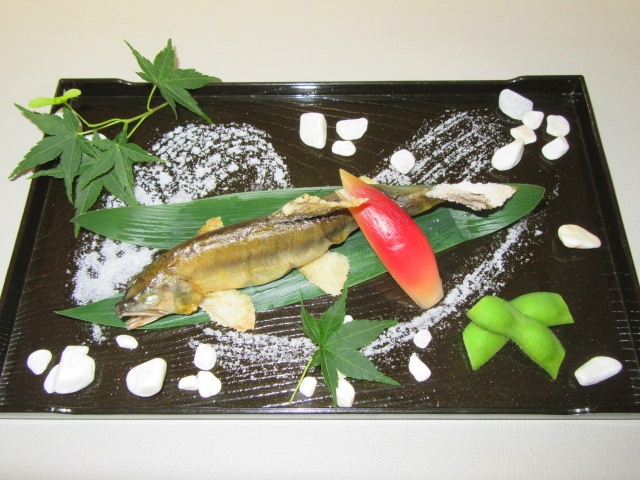 あゆの塩焼き,夏の献立と鮎の盛りつけ