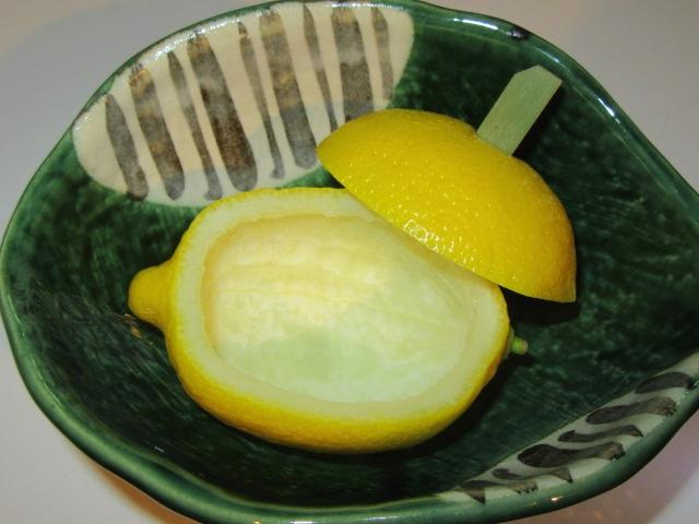 取っ手をつけた蓋付きのレモン釜