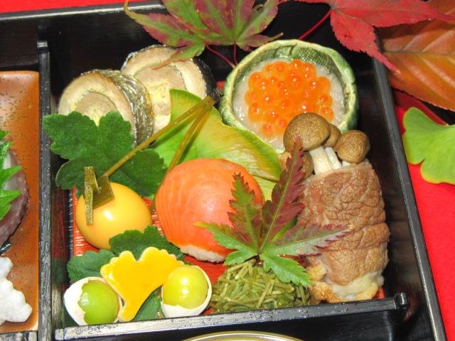 秋の松花堂弁当の口取りと土瓶蒸しの献立