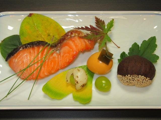 さけの西京焼き,秋鮭の味噌漬け,焼き物の献立,柿玉子,銀杏ゆり根,渋皮栗