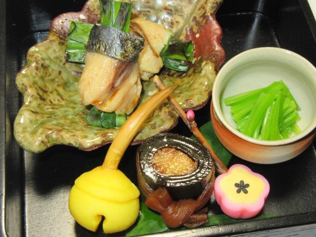 さわらのねぎ巻き難波焼きの盛りつけ例,八寸五種盛り,前菜の盛りつけ