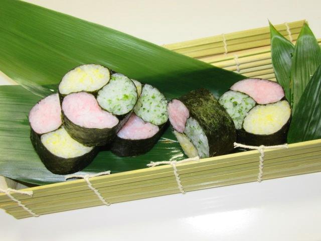 三色の三つ巴寿司