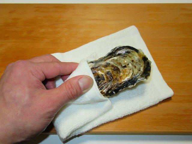 かきのからむき方法とコツ,牡蠣の持ち方