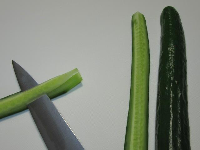 胡瓜の種を切り取る下処理方法