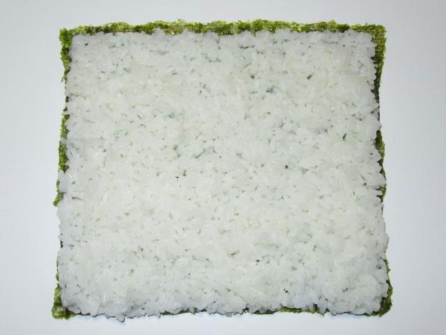 三色裏巻き寿司の作り方手順,ご飯を広げたところ