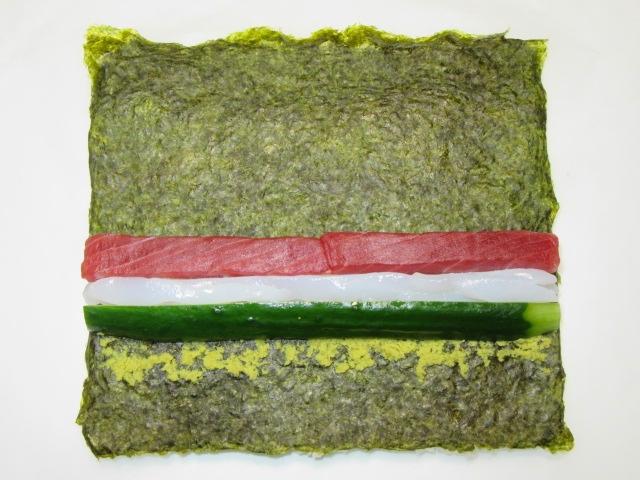 三色裏巻き寿司の作り方手順,すし種の置き方