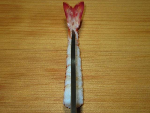 握り寿司の車海老の開き方写真