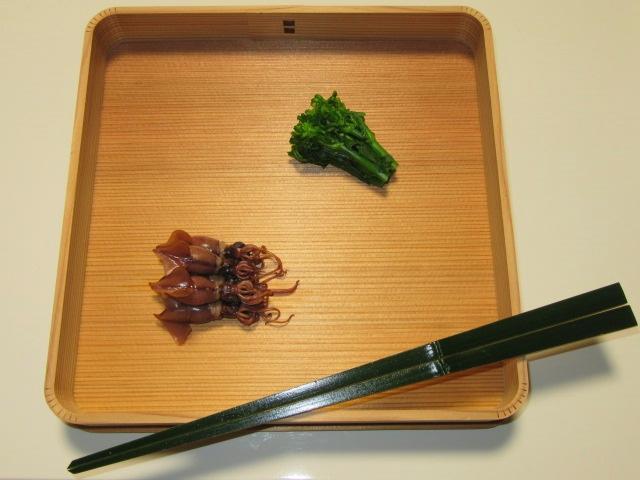 春の茶懐石料理八寸の献立,ほたるいかのうま煮と菜の花の昆布じめ