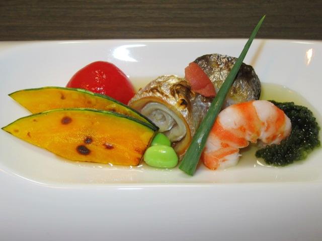 夏の酢の物盛り合わせ,太刀魚の鳴門焼きと車海老の塩ゆで,海ぶどうなど