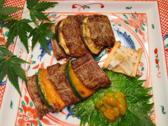 挟み焼き二種盛り,牛肉と南瓜,牛肉と茄子,大根の酢漬け,枝豆のうに和え,夏の焼き物の献立