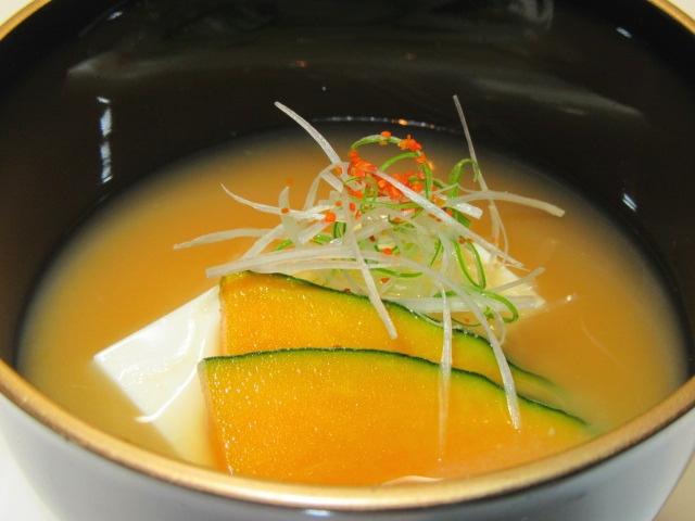 豆腐と南瓜の合わせ味噌仕立て,針ねぎ,汁物の献立
