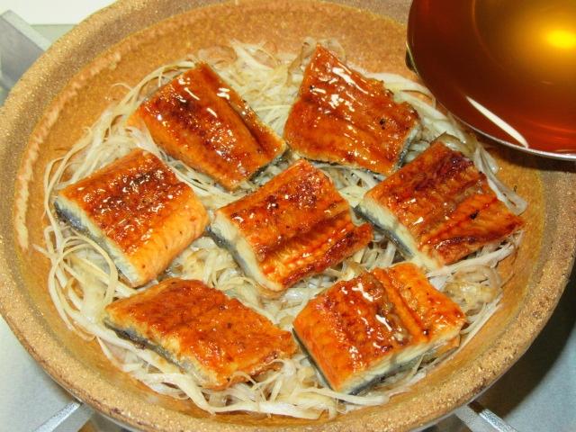 うなぎの柳川鍋の作り方手順,煮汁を入れる工程