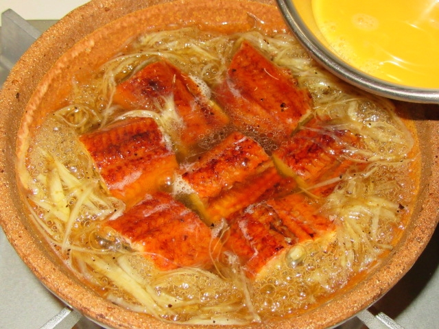 うなぎの柳川鍋の作り方手順,玉子でとじる工程