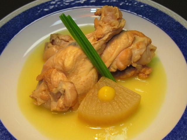 骨つき鶏の蒸し煮の盛りつけ,洋皿,かわり鉢