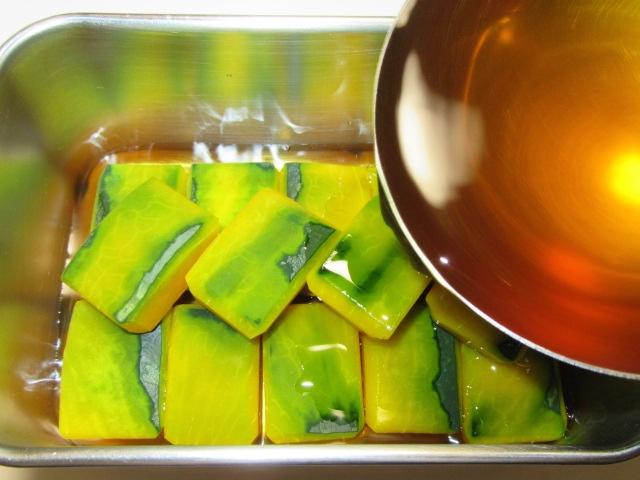 かぼちゃの煮物の作り方と下処理方法,色紙南瓜に味つけする工程