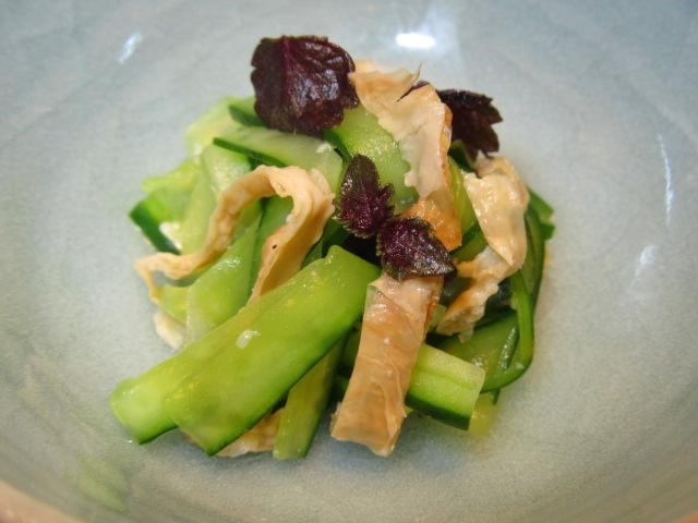 胡瓜と焼き目湯葉の和え物の献立,紫芽