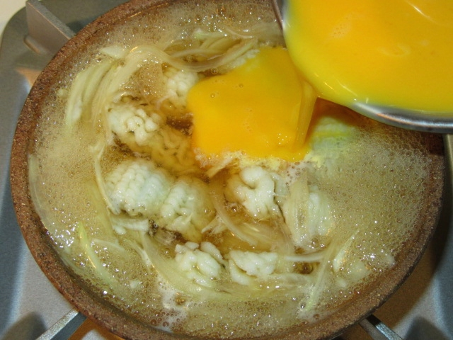鱧の玉子とじの作り方,溶き玉子を加える工程