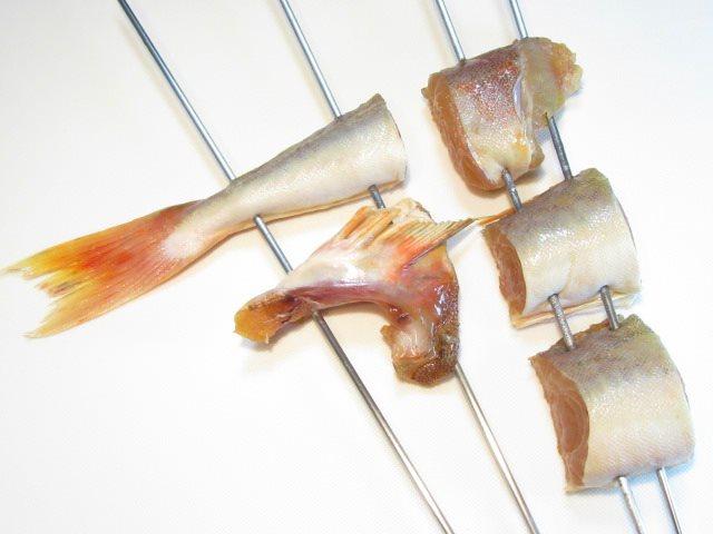 ほうぼうのつけ焼きの串打ち方法