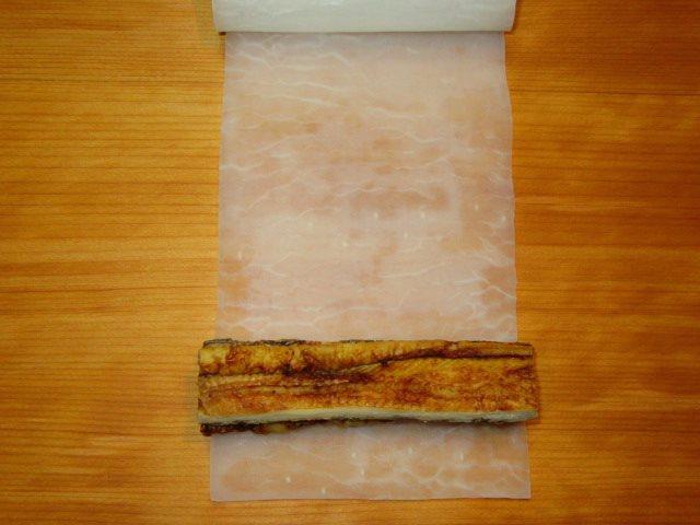 焼き穴子のきぬた巻きの作り方,大根で穴子を巻く工程
