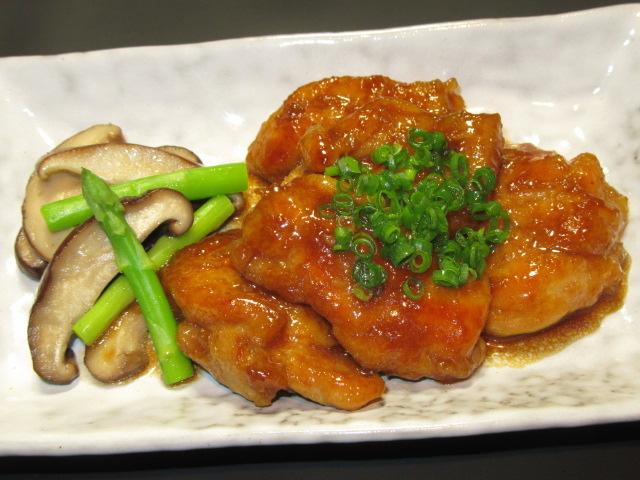 鶏もも肉のくわ焼き,小口ねぎ,アスパラと椎茸のバター炒め