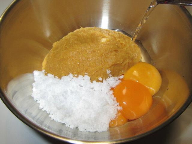 白玉味噌の作り方手順,材料を混ぜ合わせる工程