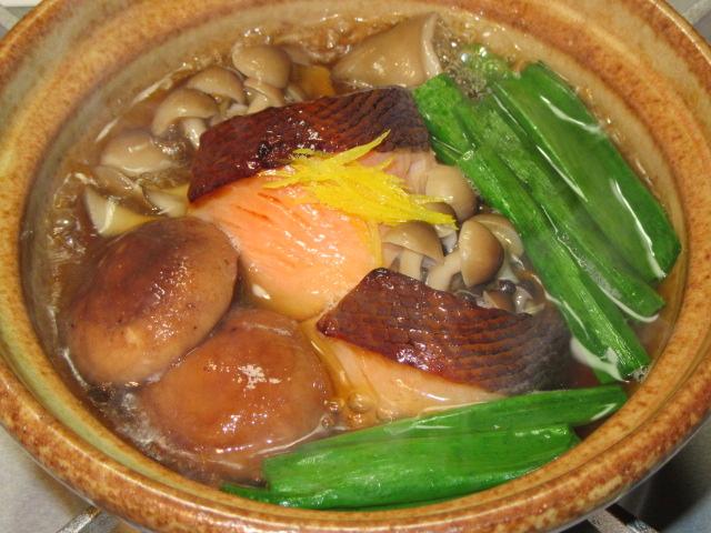 鮭の味噌漬けと3種類のきのこの小鍋仕立て,秋の鍋料理の献立